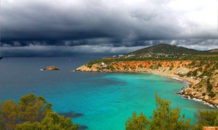 Groene heuvels en goudkleurige stranden, welkom in het noorden van Ibiza!